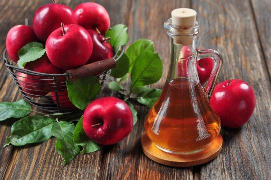 Яблочный уксус очищает организм и помогает похудению