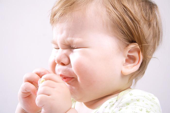 Ребёнок, который чихает
