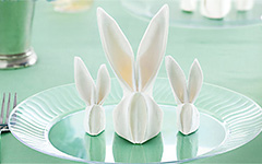 Декор стола: Кролик из салфетки