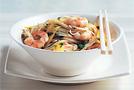 Салат с лапшой, креветками и имбирем