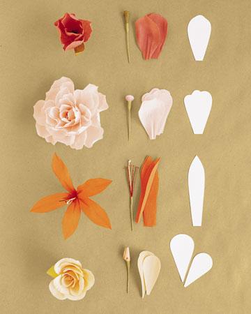 Цветы из гофрированной бумаги: Изготовление из отдельных лепестков