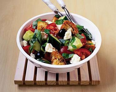 Хрустящий салат с сыром Фета и помидорами
