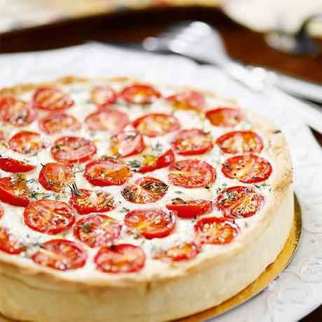 Открытый пирог с помидорами