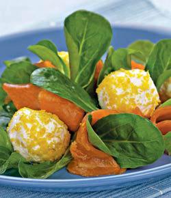 Салат с лососем, творогом и лимоном