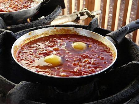 Шакшука (Яичница с помидорами)