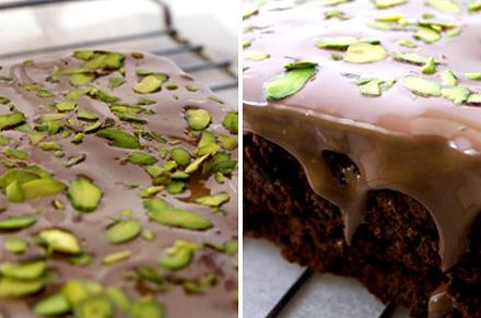 Шоколадное пирожное с орехами