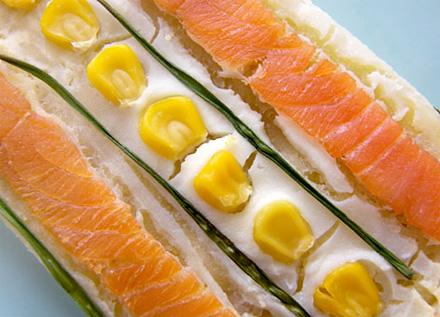 Открытый пирог с копчёным лососем