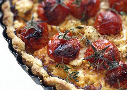 Пирог с сыром Фета и помидорами черри