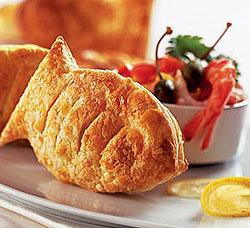 Пирожки-рыбки из слоеного теста