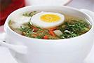 Дачный суп с крапивой и щавелем