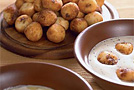 Сырники с маково-сметанным соусом