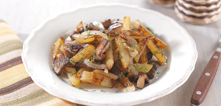 Картофель жареный с грибами и луком в мультиварке