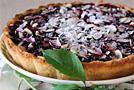 Пирог с чёрной смородиной и миндалем