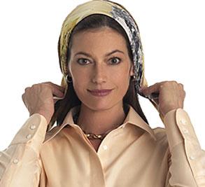 Завязываем платок на голову