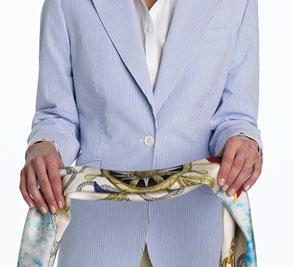 Завязываем шейный платок: Квадратный узел