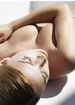Почему грудь теряет упругость?